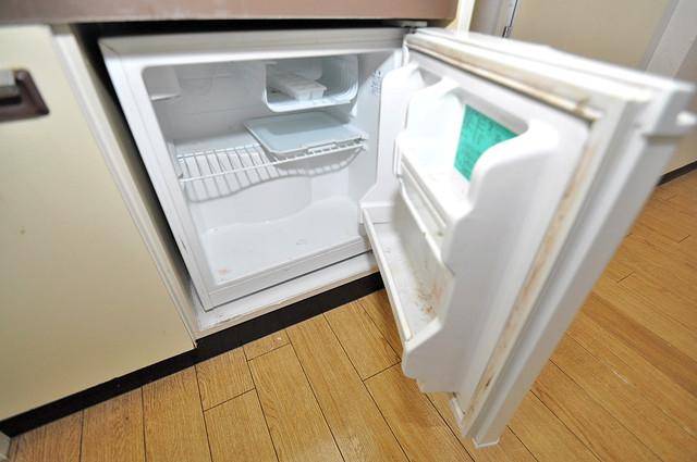 アリーヴェデルチ小阪 キッチンの下にはかわいいミニ冷蔵庫付きです。得した気分です