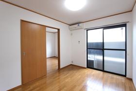 ローゼンハイム 102号室