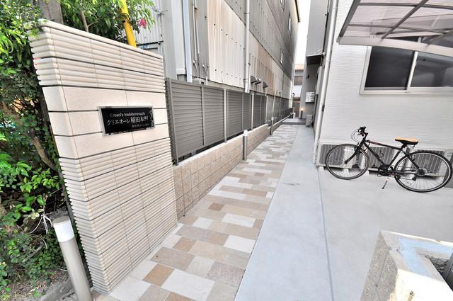 クリエオーレ稲田本町 玄関前の共有部分。周辺はいつもキレイに片付けられています。