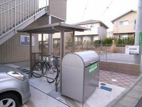 駐輪所、ゴミ捨て場は敷地内!