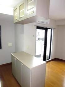 キッチンの食器棚と収納