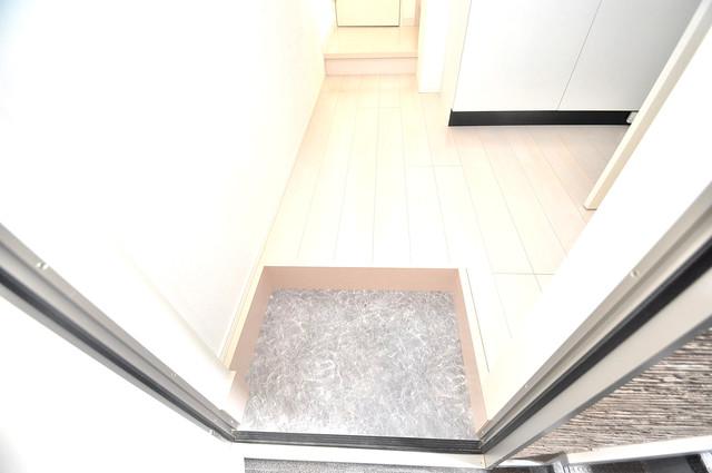 RESTAURO お部屋の入口には何も置かず、シンプルが一番ですね。
