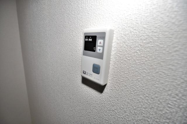 メゾン・ド・ソレイユ 給湯リモコン付。温度調整は指1本、いつでもお好みの温度です。