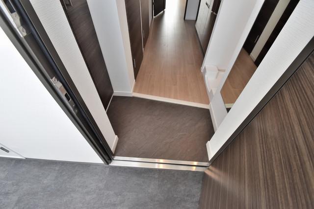 スプランディッド荒本駅前 素敵な玄関は毎朝あなたを元気に送りだしてくれますよ。