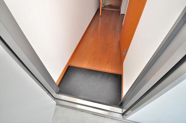 レオパレスフセアジロミナミ 玄関から部屋が見えないので急な来客でも安心です。