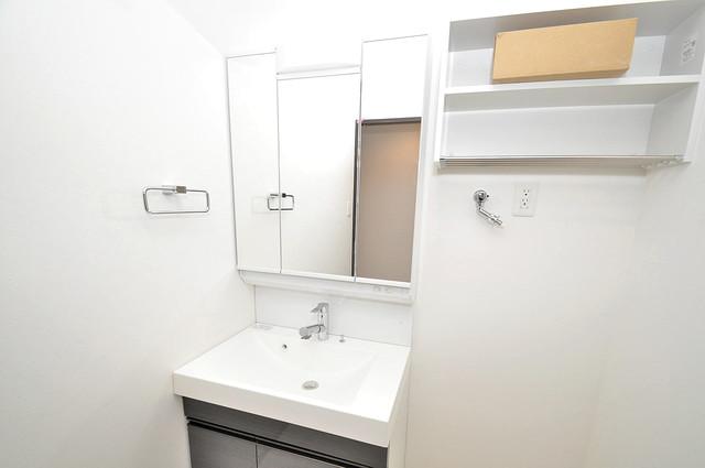 InfieldⅢ(インフィルドⅢ) 独立した洗面所には洗濯機置場もあり、脱衣場も広めです。