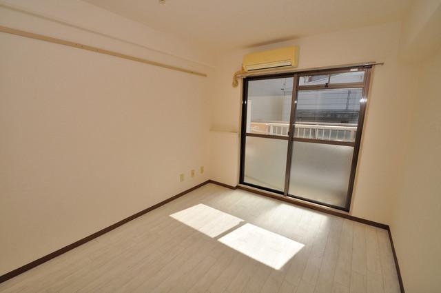 グランピア布施 朝には心地よい光が差し込む、このお部屋でお休みください。