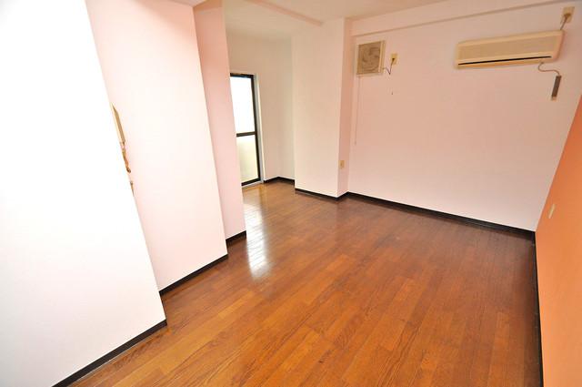 フローラ ラポルテ シンプルな単身さん向きのマンションです。