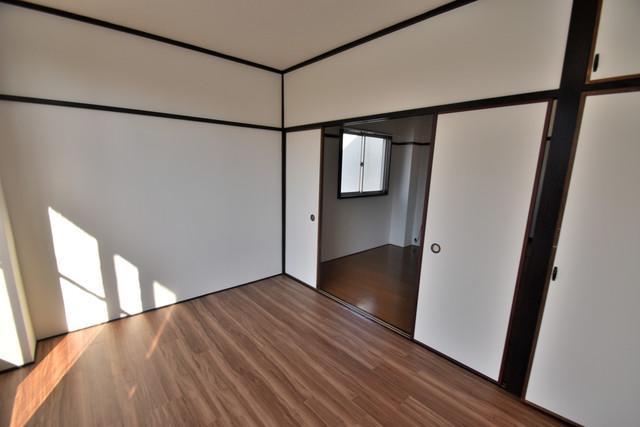 セイワパレス寺山公園 朝には心地よい光が差し込む、このお部屋でお休みください。