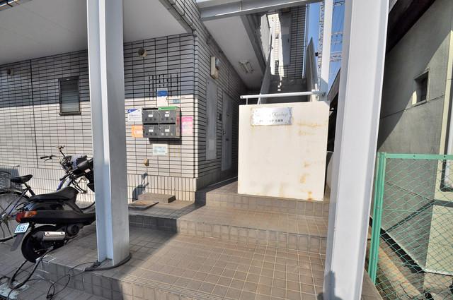 アセンティア久宝寺 屋根のあるポストは大切な郵便物を雨から守ってくれます。