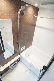 浴室乾燥機+追い炊き機能付きのバスルーム