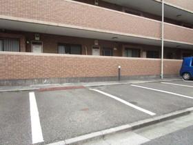 ロイヤルステージ多摩センター駐車場
