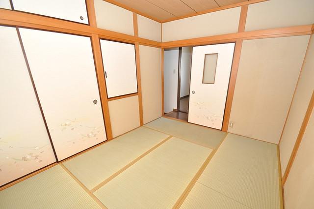 長栄寺8-24 貸家 6畳の和室が癒しの空間となりますね。