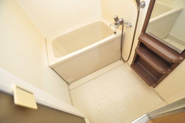 ゴッドフィールドⅡ ちょうどいいサイズのお風呂です。お掃除も楽にできますよ。