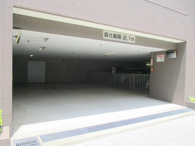 サンクレイドル横濱駐車場