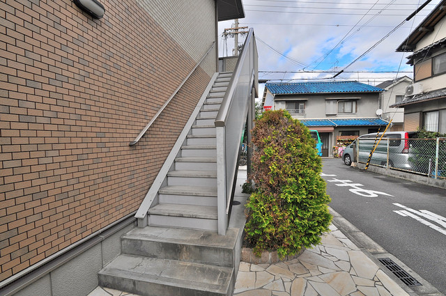 アリエッタ西堤 この階段を登った先にあなたの新生活が待っていますよ。