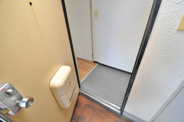 すみれプラザ長堂 お部屋の入口には何も置かず、シンプルが一番ですね。