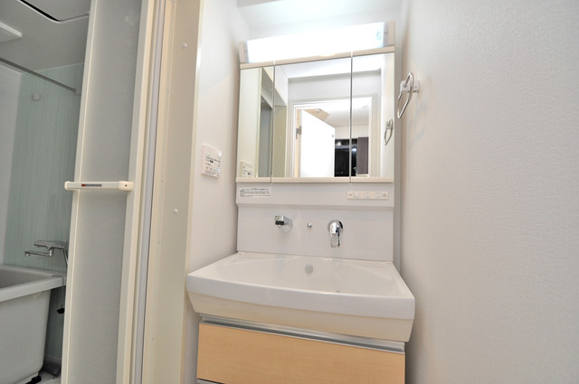 ボスコモンテⅠ シンプルな洗面所は脱衣場も兼ねています。
