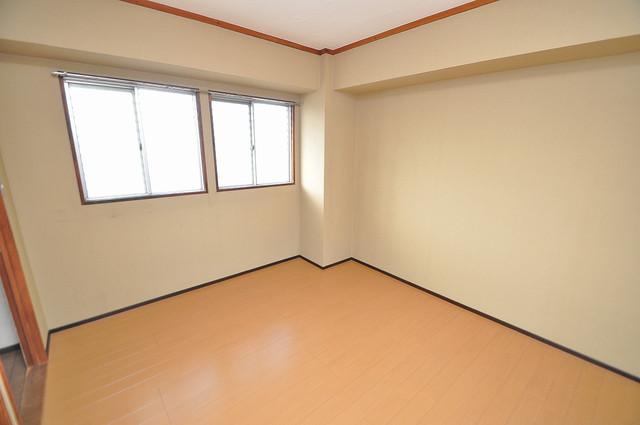 中村マンション 広くて明るいリビングはご家族全員がリラックスできる空間。
