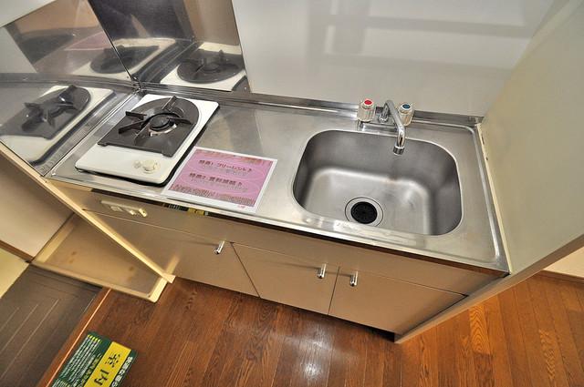 エステートピアナカタC棟 システムキッチンは広々と使えて、お料理が楽しくなります。