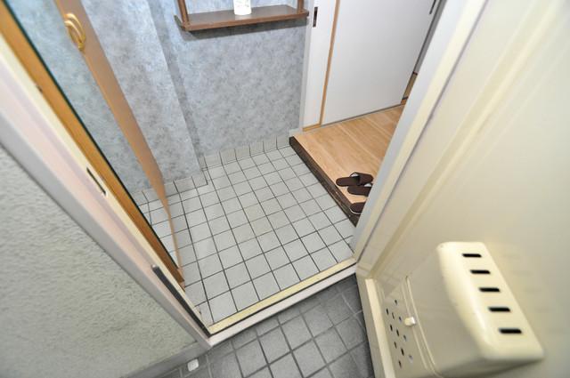 サンライフ若江東 素敵な玄関は毎朝あなたを元気に送りだしてくれますよ。