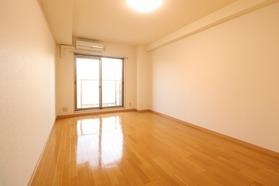 https://image.rentersnet.jp/42bf4030-61f8-4a50-a023-8c260591dc5e_property_picture_1992_large.jpg_cap_居室