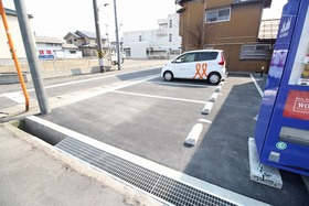 https://image.rentersnet.jp/42c0c699-210d-4027-bf26-ed88f9ac476e_property_picture_2988_large.jpg_cap_駐車場