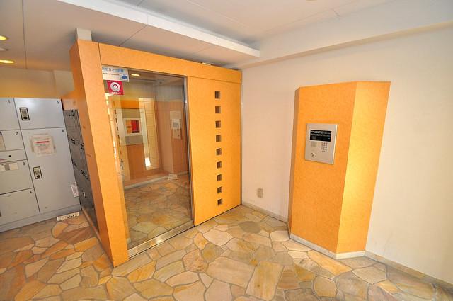 メゾン・ド・成屋大阪 高級感があるエントランスは安心のオートロック完備です。