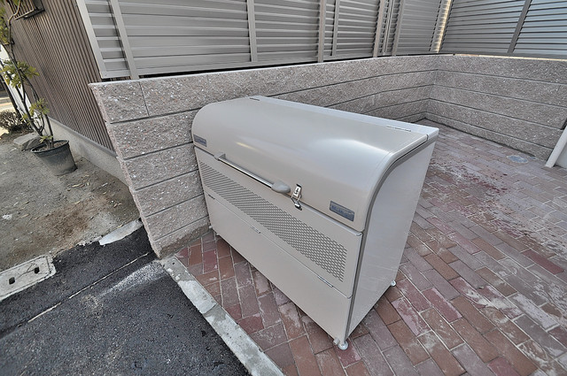 ALEGRIA東大阪 敷地内に有り、時間を気にせず出せるごみ置き場。