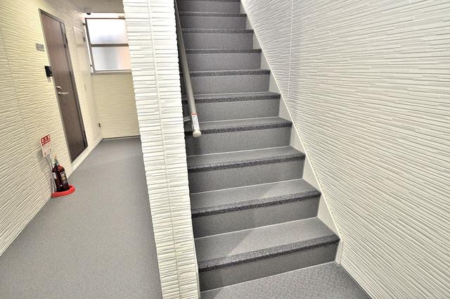 クリエオーレ小路東 この階段を登った先にあなたの新生活が待っていますよ。
