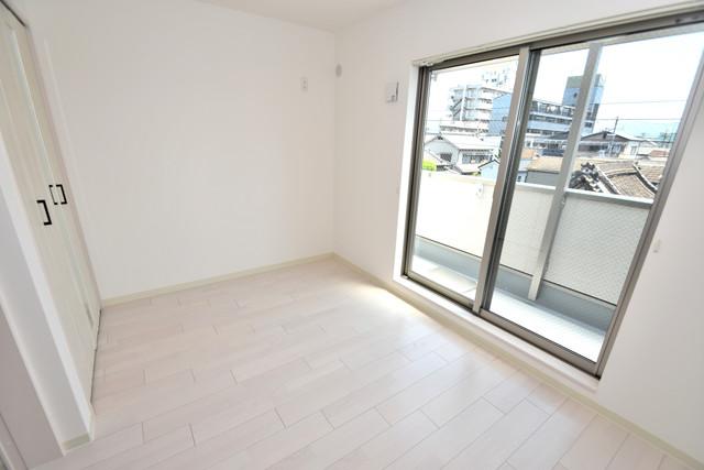 クリエオーレ高井田西 朝には心地よい光が差し込む、このお部屋でお休みください。