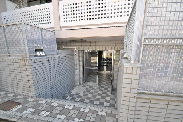 リンクスイン東大阪Part1 オシャレなエントランスは安心のオートロック完備です。
