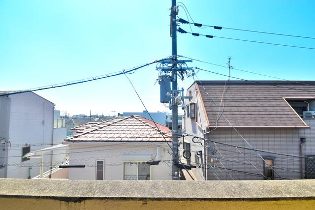 柏田東町2-37貸家 この見晴らしが陽当たりのイイお部屋を作ってます。