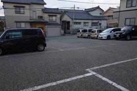 https://image.rentersnet.jp/439cad8c-e4e3-42f2-acc1-7e3c023956b5_property_picture_1992_large.jpg_cap_駐車場