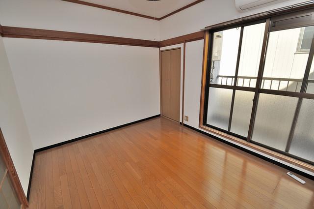 ニッコーハイツ俊徳 明るいお部屋は風通しも良く、心地よい気分になります。
