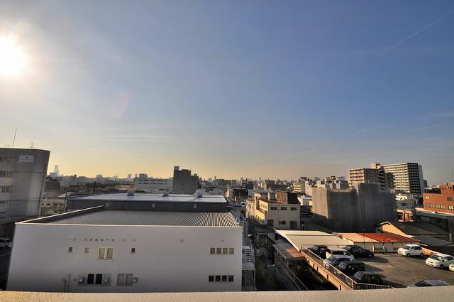 CASSIA高井田SouthCourt バルコニーは眺めが良く、風通しも良い。癒される空間ですね。