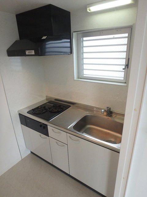 独立設計のキッチン。窓有り。