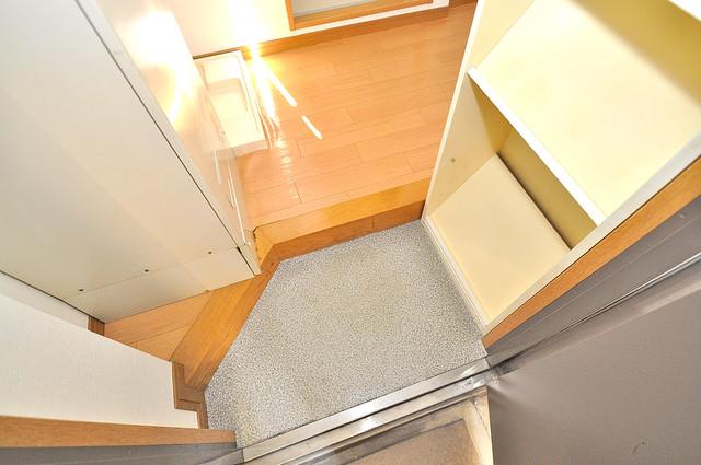 ロンモンターニュ小阪 玄関を開けると解放感のある空間がひろがりますよ。