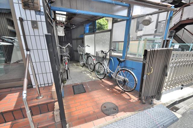 こちらに自転車を置いてくださいね