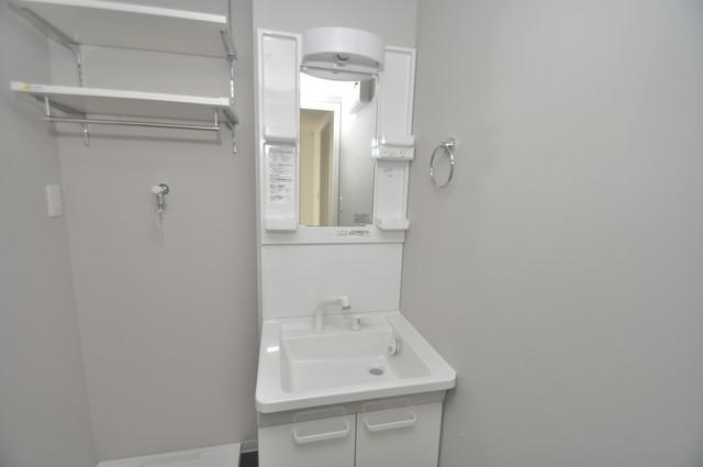 Lumo布施(ルーモフセ) 独立した洗面所には洗濯機置場もあり、脱衣場も広めです。