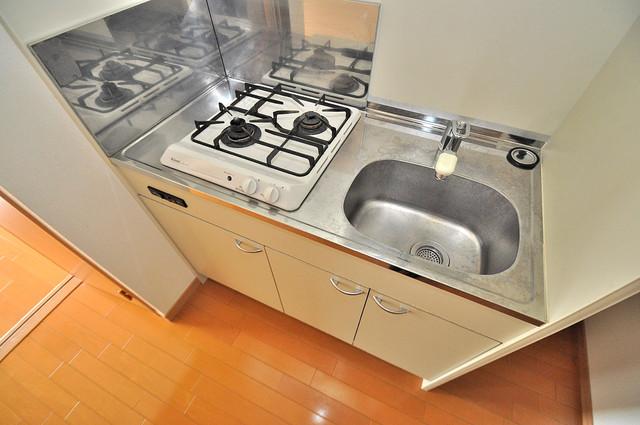 ロータリーマンション長田東 ピカピカのミニキッチンです。お料理が楽しくなりますね。