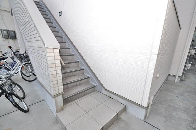サンモール巽西 この階段を登った先にあなたの新生活が待っていますよ。