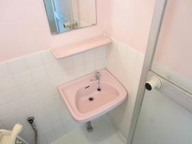 バスルームに併設の洗面台!
