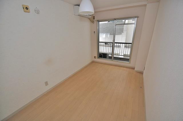 プルシャン今里 明るいお部屋はゆったりとしていて、心地よい空間です