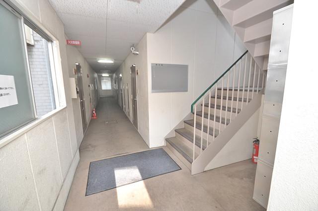ベルハイム横沼 玄関まで伸びる廊下がきれいに片づけられています。
