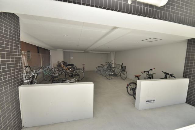 オズレジデンス今里SOUTH 屋内にある駐輪場は大切な自転車を雨から守ってくれます。
