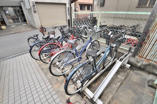 スターハイツ 敷地内には専用の駐輪スペースもあります。