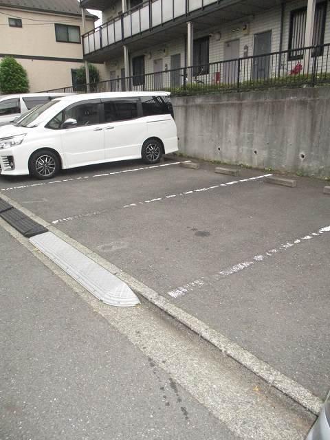 プラザ片倉駐車場