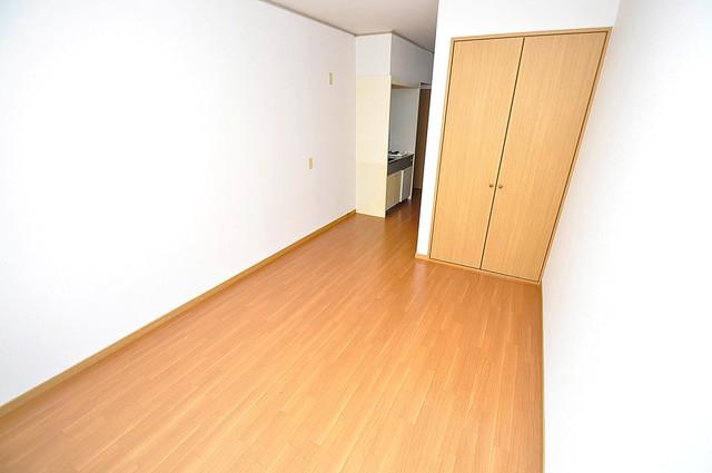 エステートピアナカタB棟 陽当りの良いベッドルームは癒される心地良い空間です。