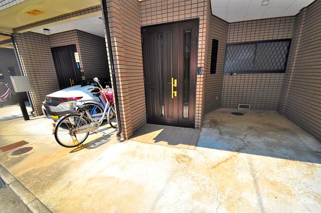 長栄寺8-24 貸家 エントランス周辺はいつも綺麗に清掃されています